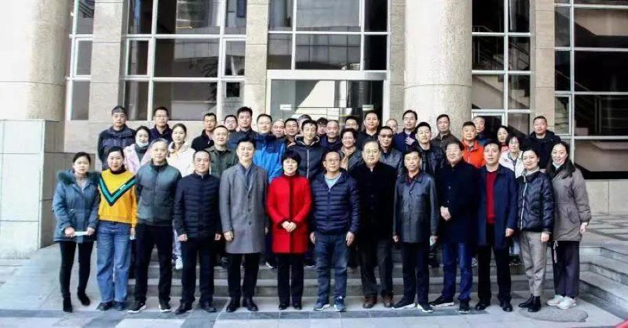 集團領導新春上班第一天走訪看望干部職工